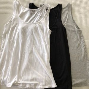Set of 3 tank tops